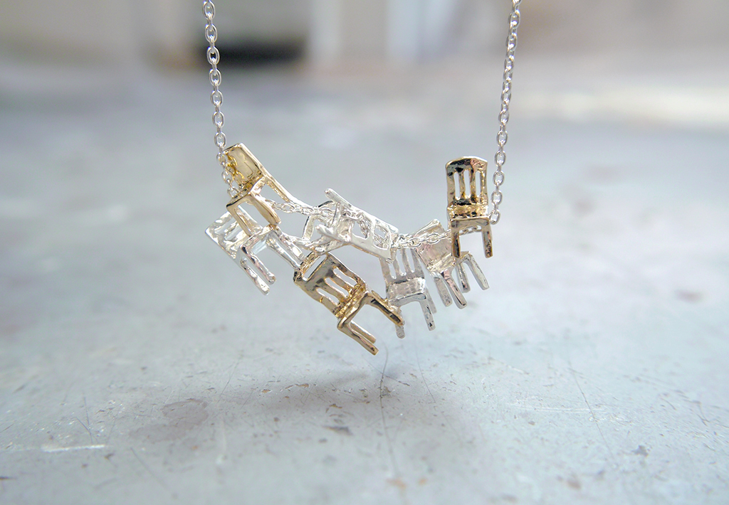 7 chairs necklace
